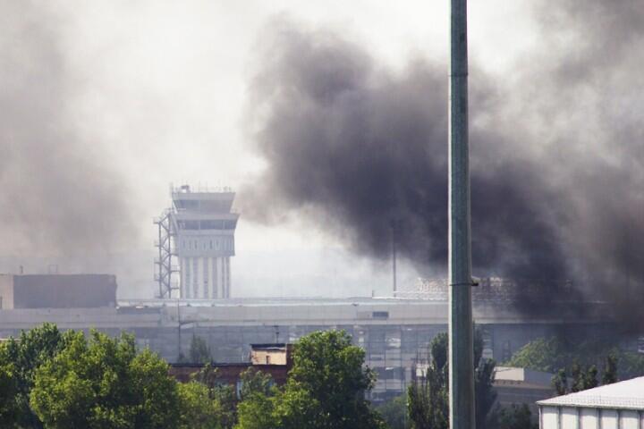 Народная армия ДНР взяла аэропорт Донецка под полный контроль. Осуществляется зачистка территории. Авиаудары украинской армии временно прекратились