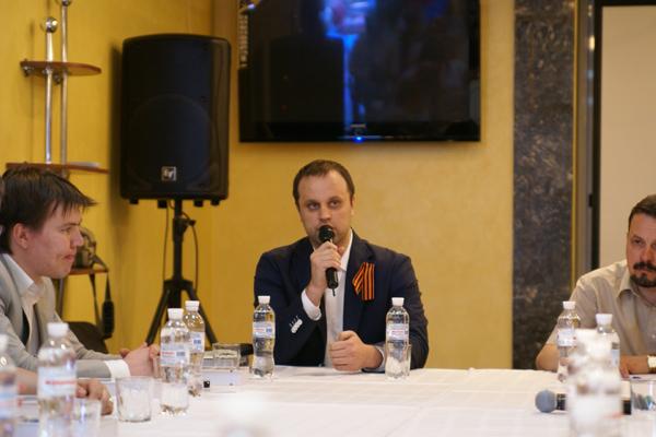 Учредительное заседание регионального отделения Изборского клуба прошло 14 июня 2014 года в Донецке - Павел Губарев